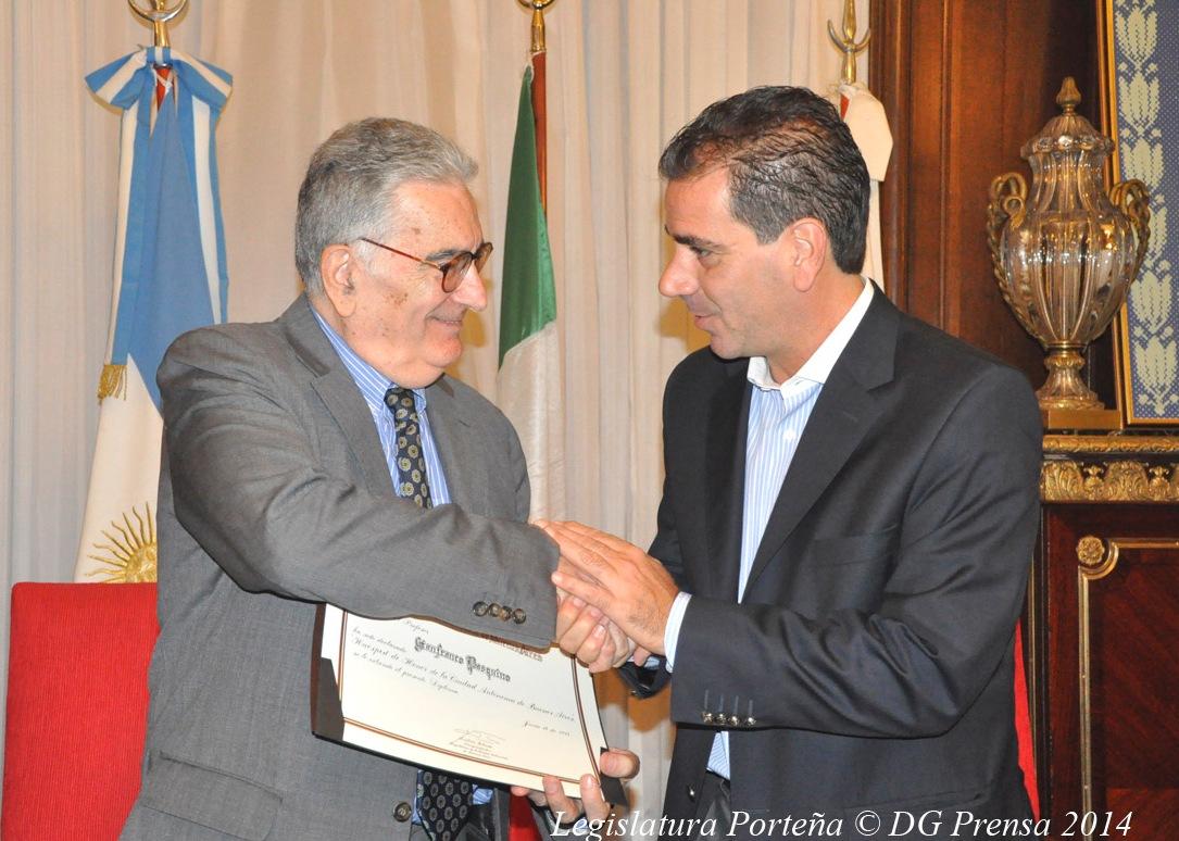 El profesor Gianfranco Pasquino recibió el Diploma de Huésped de Honor de manos del Vicepresidente Primero de la Legislatura de la Ciudad de Buenos Aires